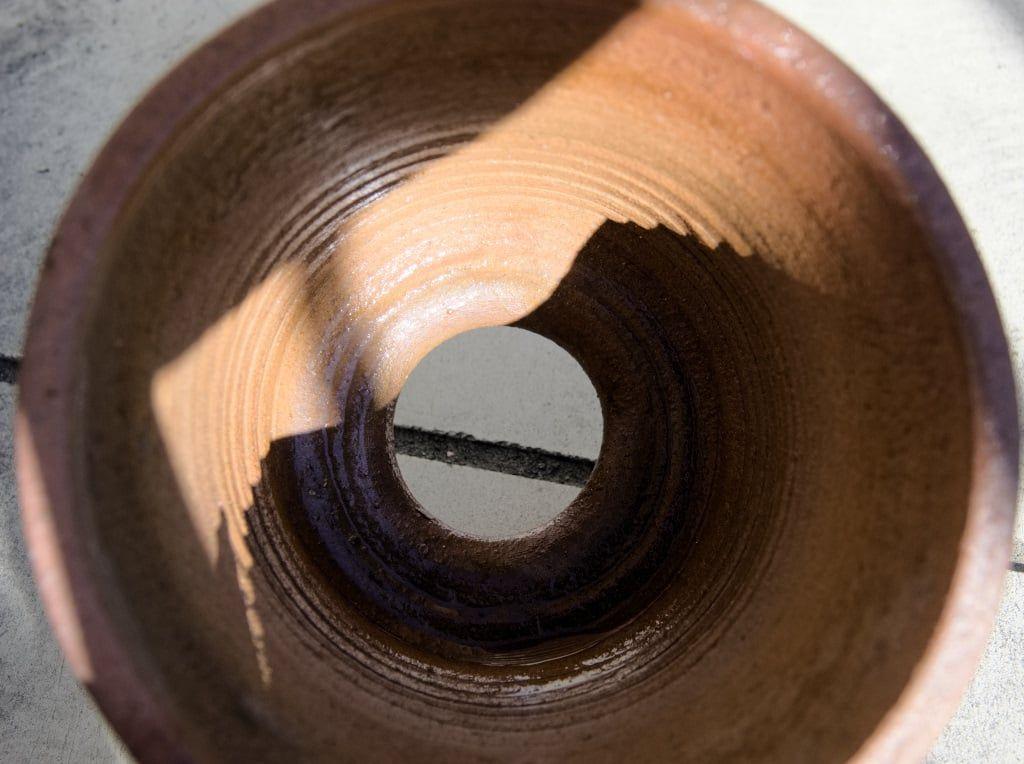 伝市鉢の底穴